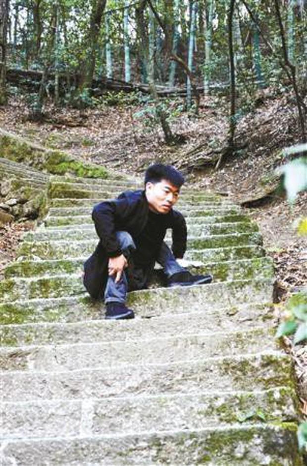 Vượt qua nghịch cảnh, chàng trai bị bệnh bại liệt từ nhỏ nhận bằng tốt nghiệp Y khoa ở tuổi 30 - Ảnh 2.