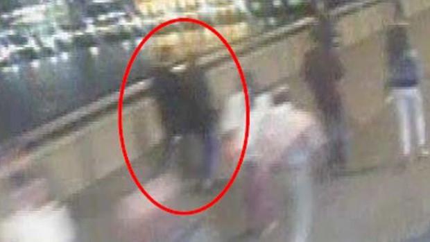 Nắm tay nhau cùng bước đi - hình ảnh cuối của cặp tình nhân gây xót xa trong vụ khủng bố cầu London 2017 - Ảnh 6.