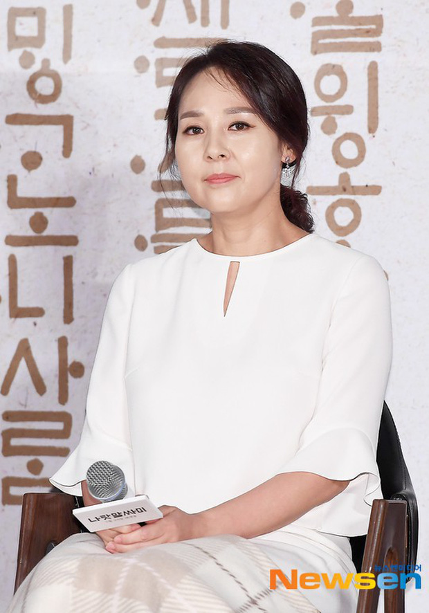 Dàn cast Kí sinh trùng và đông đảo sao Hàn dự tang lễ cố diễn viên Mặt trăng ôm mặt trời, chồng đạo diễn buồn rầu - Ảnh 1.