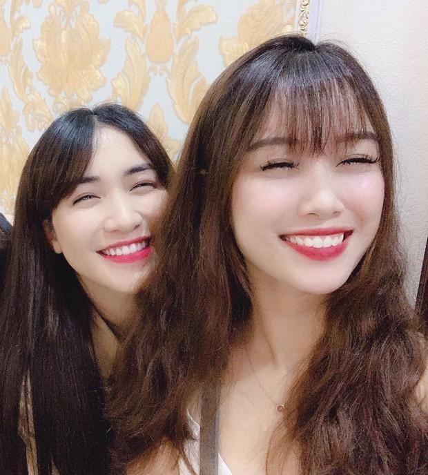 Bạn gái Văn Toàn chia sẻ khoảnh khắc chờ xem MV Hãy trao cho anh của sếp Sơn Tùng - Ảnh 2.
