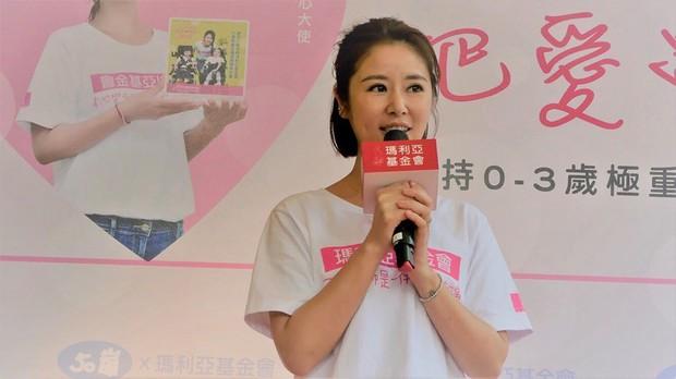Style thì sến nhưng Lâm Tâm Như vẫn hack tuổi tài tình nhờ kiểu tóc như nữ sinh - Ảnh 4.