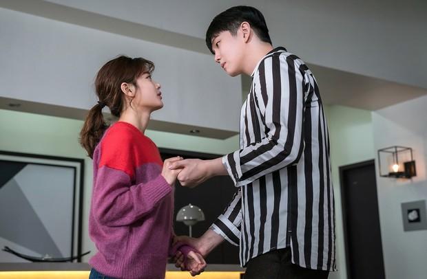 9 đôi đũa lệch đáng yêu khó cưỡng của phim Hàn: Nam Joo Hyuk đóng với ai cũng thấy cưng - Ảnh 35.