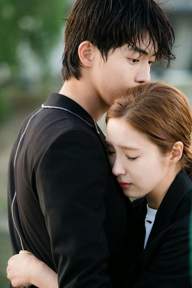 9 đôi đũa lệch đáng yêu khó cưỡng của phim Hàn: Nam Joo Hyuk đóng với ai cũng thấy cưng - Ảnh 4.