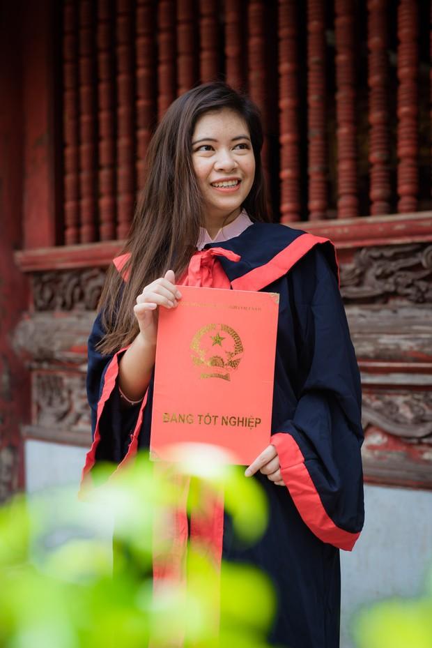 Nữ sinh người Thái tốt nghiệp thủ khoa trường Nhân văn với điểm 3.92/4: Điều mình shock nhất ở Việt Nam là quá nhiều xe máy và tiếng còi inh ỏi - Ảnh 3.