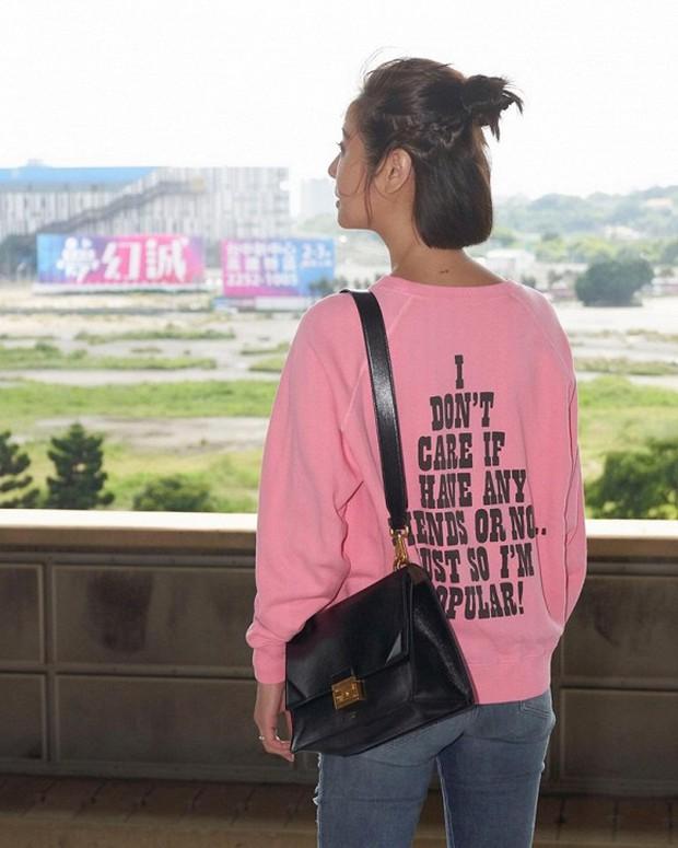 Style thì sến nhưng Lâm Tâm Như vẫn hack tuổi tài tình nhờ kiểu tóc như nữ sinh - Ảnh 3.