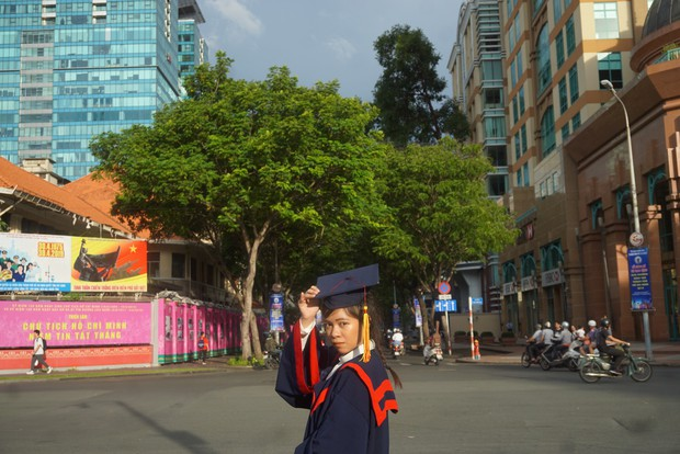 Nữ sinh người Thái tốt nghiệp thủ khoa trường Nhân văn với điểm 3.92/4: Điều mình shock nhất ở Việt Nam là quá nhiều xe máy và tiếng còi inh ỏi - Ảnh 4.