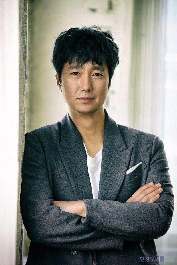 Dàn cast Kí sinh trùng và đông đảo sao Hàn dự tang lễ cố diễn viên Mặt trăng ôm mặt trời, chồng đạo diễn buồn rầu - Ảnh 8.
