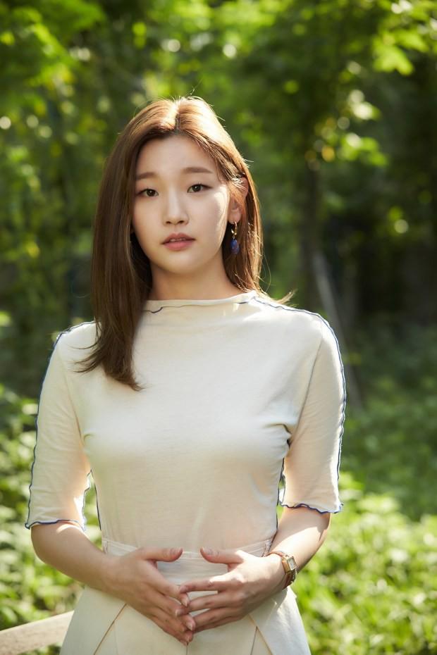 Dàn cast Kí sinh trùng và đông đảo sao Hàn dự tang lễ cố diễn viên Mặt trăng ôm mặt trời, chồng đạo diễn buồn rầu - Ảnh 3.