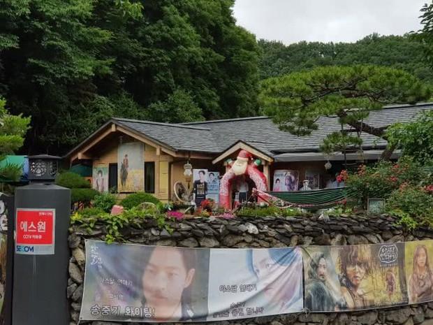 Phim trường Hậu Duệ Mặt Trời huỷ bỏ sự kiện tình nhân quy mô, quê nhà Song Joong Ki tẩy chay Song Hye Kyo? - Ảnh 7.