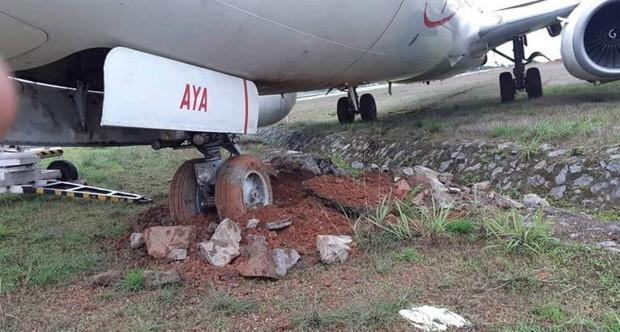 Hai máy bay khách lao khỏi đường băng ở Ấn Độ - Ảnh 1.
