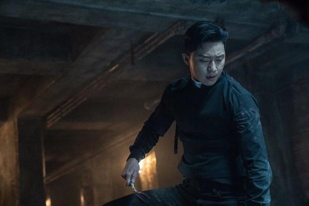 """Bầm dập vì phim mới, Park Seo Joon khiến ai cũng xót xa khi chia sẻ: """"Nếu có địa ngục, tôi nghĩ nó sẽ giống thế này"""" - Ảnh 1."""