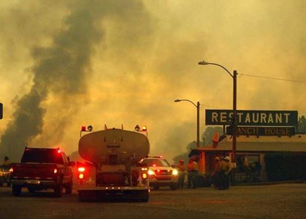 Bức ảnh 19 lính cứu hỏa cùng chung một số phận và câu chuyện thảm kịch trong vụ cháy rừng kinh hoàng nhất lịch sử nước Mỹ - Ảnh 2.
