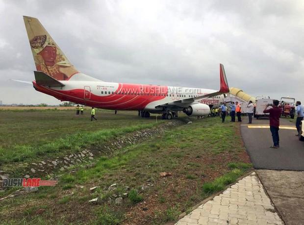 Hai máy bay khách lao khỏi đường băng ở Ấn Độ - Ảnh 2.