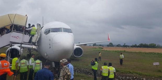 Hai máy bay khách lao khỏi đường băng ở Ấn Độ - Ảnh 5.