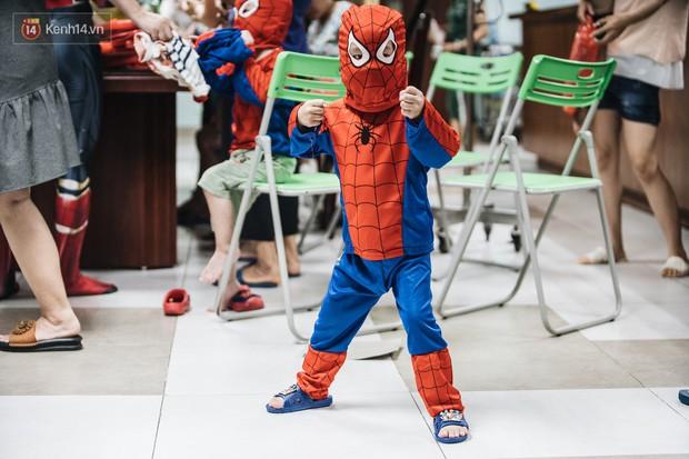 """Chàng trai 26 tuổi trong bộ đồ người nhện ở Bệnh viện Nhi Trung ương: """"Thay vì chờ đợi, hãy tự tạo cơ hội giúp đỡ người khác"""" - Ảnh 6."""