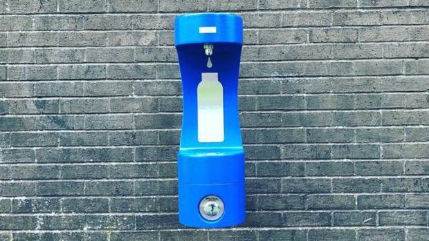 Cỗ máy này chính là giải pháp tuyệt vời mà xứ Wales đã dùng để giảm nhựa trên toàn quốc gia - Ảnh 2.