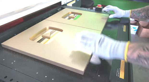 Đột nhập trụ sở YouTube xem cách làm Nút Vàng, Bạc, Kim Cương: Mỗi nút một máy, tự động gần như 100% - Ảnh 4.