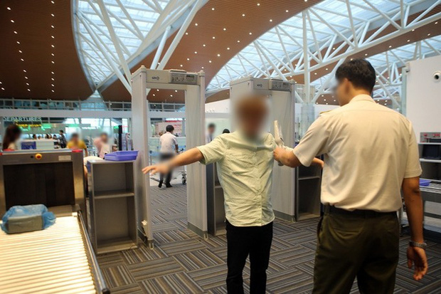 Nam hành khách trộm điện thoại iPhone 7 Plus trên khay đồ khi qua cửa soi chiếu ở sân bay Đà Nẵng - Ảnh 1.