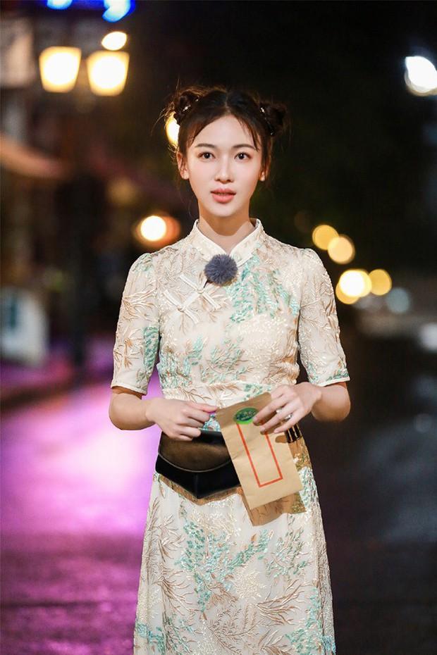 Netizen thu thập chứng cứ tố Ngô Cẩn Ngôn cosplay Angela Baby, gọi cô là bản fake kém chất lượng - Ảnh 1.
