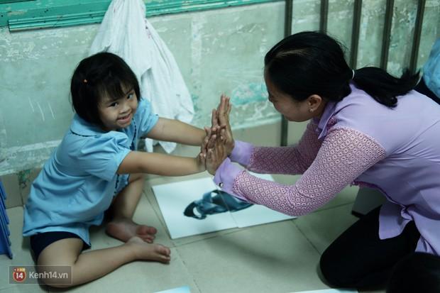 Lớp học thinh lặng giữa Sài Gòn: Không tiếng giảng bài không lời phát biểu, nhưng không tắt hy vọng bao giờ - Ảnh 7.