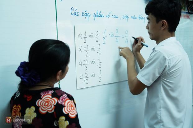 Lớp học thinh lặng giữa Sài Gòn: Không tiếng giảng bài không lời phát biểu, nhưng không tắt hy vọng bao giờ - Ảnh 8.