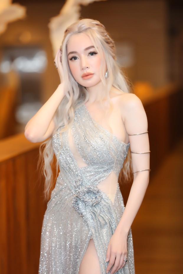 Elly Trần lên đồ cosplay Mẹ Rồng, ai ngờ bị màn vác kiếm choảng nhau của vợ chồng Khánh Thi giựt spotlight - Ảnh 2.