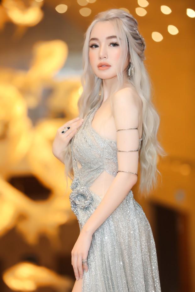 Elly Trần lên đồ cosplay Mẹ Rồng, ai ngờ bị màn vác kiếm choảng nhau của vợ chồng Khánh Thi giựt spotlight - Ảnh 4.