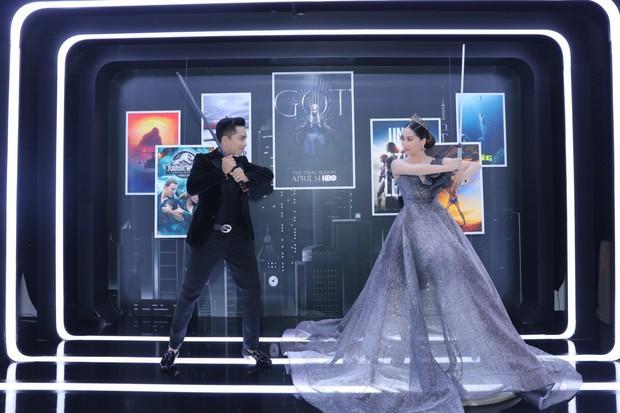Elly Trần lên đồ cosplay Mẹ Rồng, ai ngờ bị màn vác kiếm choảng nhau của vợ chồng Khánh Thi giựt spotlight - Ảnh 9.
