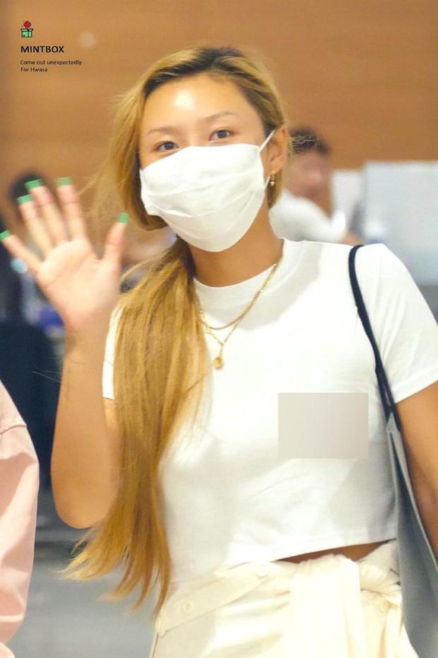 Sau Sulli, idol sinh năm 1995 sexy nhất Kpop quyết định thả rông ra sân bay và phản ứng của netizen quá bất ngờ - Ảnh 1.