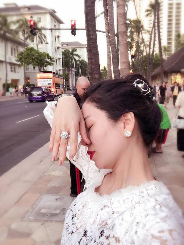 Đông Nhi khoe nhẫn kết hôn tạo thành trend, còn các mỹ nhân Việt khoe nhẫn thì ẩn sau là biết bao giai thoại gây chú ý - Ảnh 5.