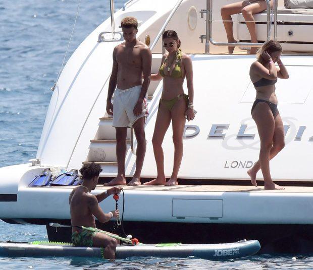 Choáng với số tiền Ronaldo bỏ ra thuê du thuyền, dàn cầu thủ hàng đầu nước Anh xách dép chạy theo - Ảnh 5.