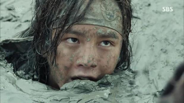 5 màn chơi lớn bất chấp thân thể vì vai diễn của sao Hàn: Người nhịn ăn ép cân, kẻ nhai sống rắn độc - Ảnh 12.