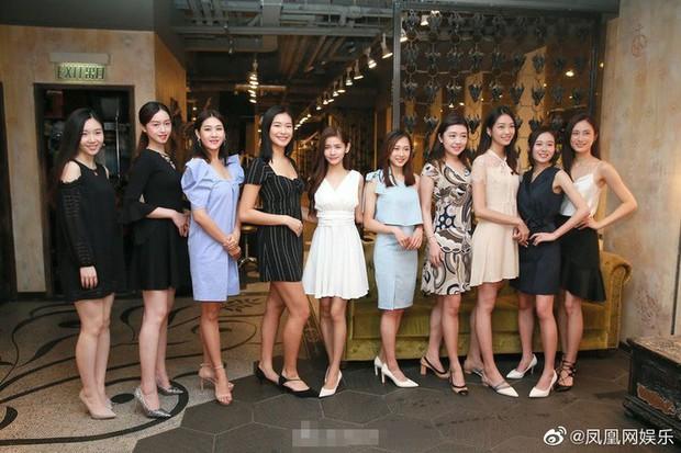 Top 15 Miss Hong Kong 2019: Nhan sắc đã chán đời mà style còn tệ hơn - Ảnh 1.