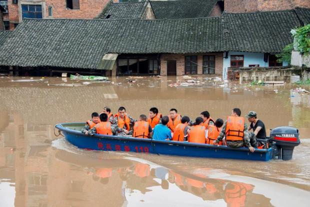 Trung Quốc ban bố phản ứng khẩn cấp cấp 4 do lũ lụt hoành hành - Ảnh 1.