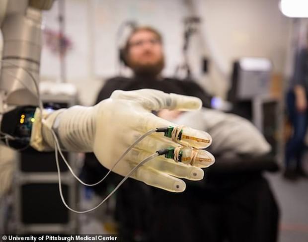 Cuộc cách mạng lớn nhất của nhân loại: Con người tích hợp công nghệ? - Ảnh 2.