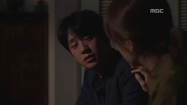 Dọa sẽ bóc phốt nếu không tránh xa Han Ji Min, Jung Hae In dằn mặt tình địch cực gắt trong tập 15 Đêm Xuân - Ảnh 1.