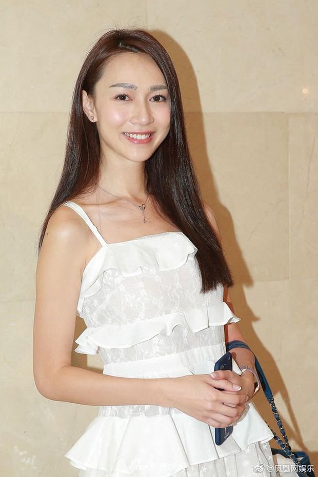 Top 15 Miss Hong Kong 2019: Nhan sắc đã chán đời mà style còn tệ hơn - Ảnh 11.
