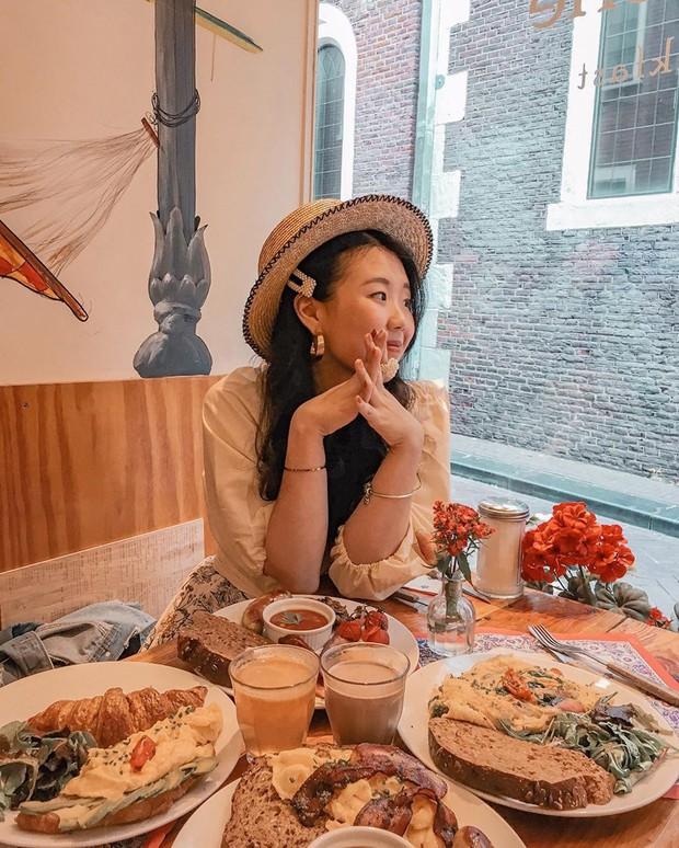 """""""Chịu thương chịu khó"""" như Minh Hằng: Lặn lội sang Amsterdam để… ăn và ăn, xếp hàng dài cả trăm người cũng đợi bằng được! - Ảnh 16."""