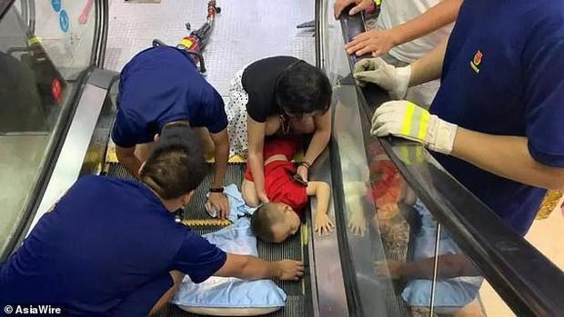 Nút Dừng khẩn cấp của thang cuốn nằm ở đâu? Nhiều người đi cả tỷ lần rồi vẫn không biết, đến khi sự cố xảy ra không ứng phó kịp - Ảnh 1.