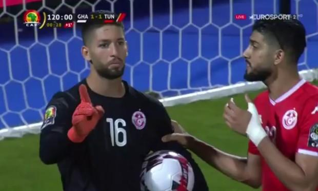 Scandal thầy bảo rời sân nhưng trò không thèm nghe được tái hiện, vẫn là một thủ môn nhưng ở cấp độ ĐTQG - Ảnh 1.