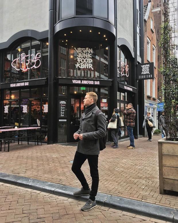 """""""Chịu thương chịu khó"""" như Minh Hằng: Lặn lội sang Amsterdam để… ăn và ăn, xếp hàng dài cả trăm người cũng đợi bằng được! - Ảnh 20."""