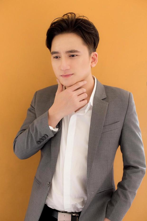 2 lần hát nhạc phim gây nức nở của Phan Mạnh Quỳnh: Chỉ đổi hai chữ phồn hoa thôi mà ai cũng khen tinh tế - Ảnh 1.
