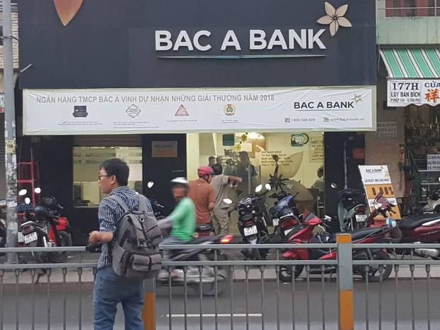 Bắt đối tượng nghi dùng súng cướp ngân hàng Bắc Á ở Sài Gòn - Ảnh 1.