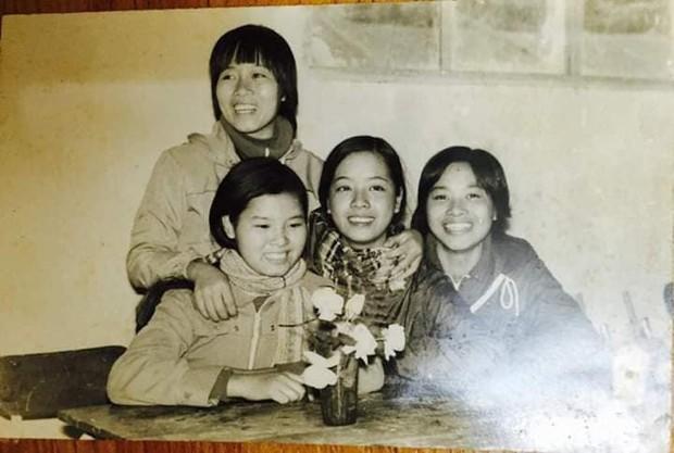 NSƯT Chiều Xuân chia sẻ loạt ảnh hiếm thời còn là nữ sinh trung học, nhan sắc thanh tú đúng chuẩn con gái Hà thành - Ảnh 1.