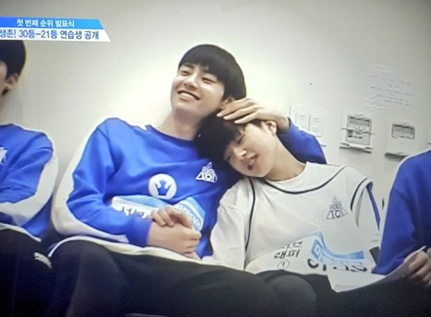 5 cặp anh em tình bể bình của Produce X 101: Host Lee Dong Wook bất ngờ sánh đôi cùng nam thí sinh! - Ảnh 2.