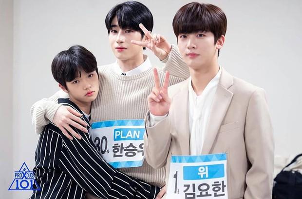 5 cặp anh em tình bể bình của Produce X 101: Host Lee Dong Wook bất ngờ sánh đôi cùng nam thí sinh! - Ảnh 7.