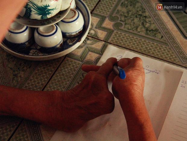 Gặp gia đình một ngón tài hoa ở Hà Nam: Người thầy vượt qua nghịch cảnh, viết chữ đẹp nhất vùng - Ảnh 2.