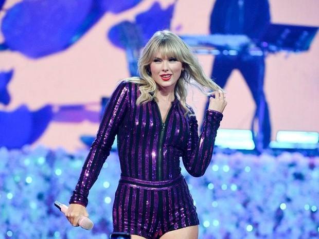 Taylor Swift đáp trả cực gắt tại Amazon Prime Day Concert khi hãng đĩa cũ bất ngờ tái phát hành đĩa đơn của mình - Ảnh 2.