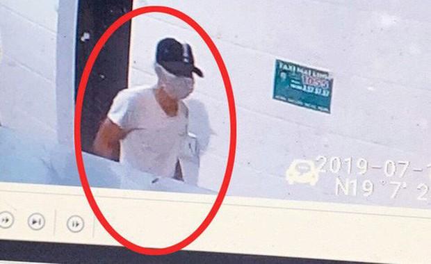 Công bố hình ảnh kẻ bịt mặt, đội mũ đâm chết nữ nhân viên bán xăng trong đêm - Ảnh 1.
