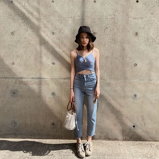 Đếm vu vơ đã có 8 kiểu áo kết hợp cực ngọt với quần jeans, giúp bạn chứng minh gu thời trang siêu ổn của mình - Ảnh 14.